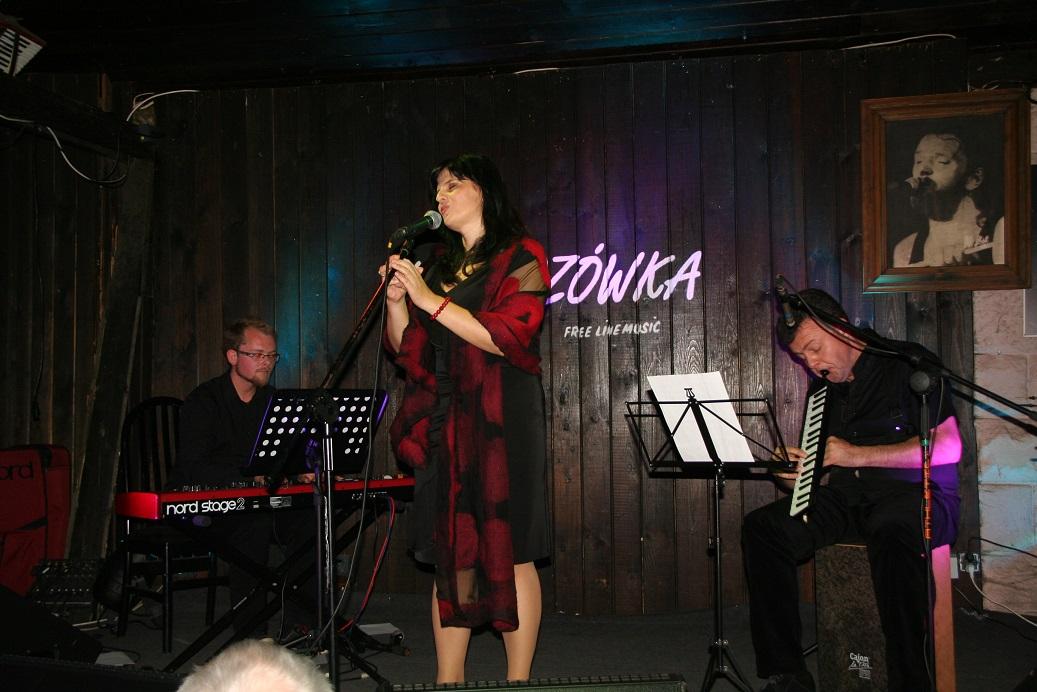 Przeglądasz zdjącia z koncertu: 2015-09-18 Basia Stępniak Wilk z zespołem